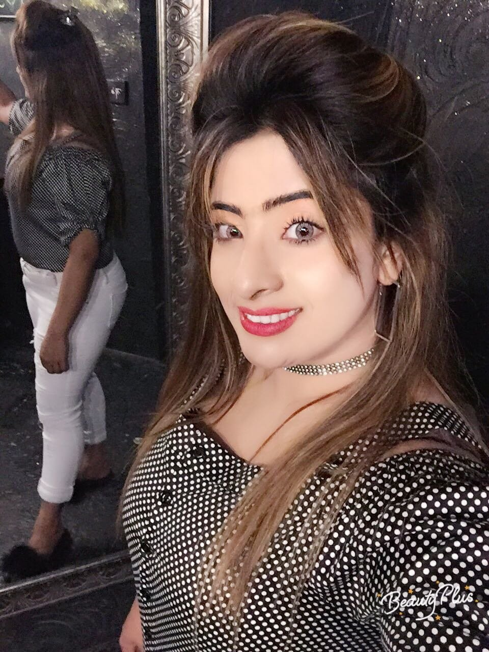 MALINDA: Hot Lesbian Girls Stuffing Their Pussies