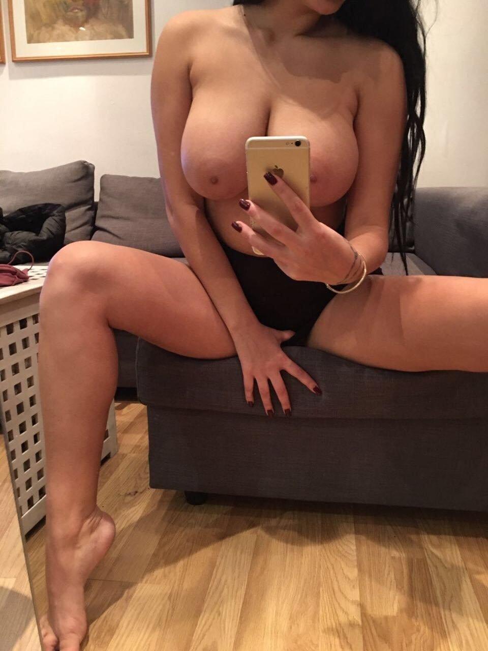 Victoria Gold Russian Escort Foot Fetish Lap Dancing Massage Muscat ...