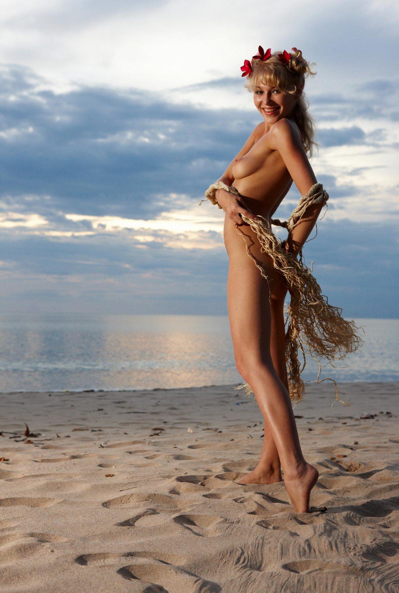 Эротика на острове дремутскам треугольником #10