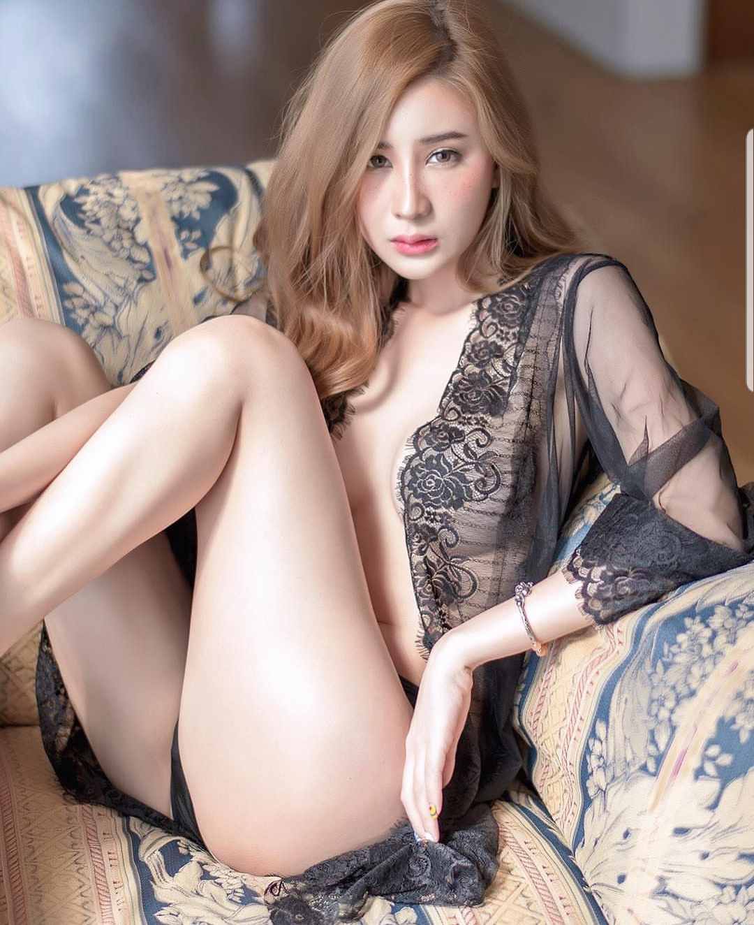 Educated Luxury Singapore Escort Courtesan Sofie